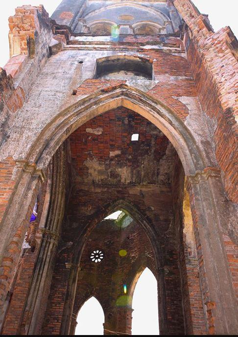 Ngắm vẻ đẹp hoang tàn đầy quyến rũ của nhà thờ đổ Trái Tim, Hải Lý - H2