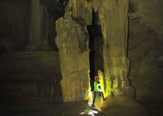 Choáng ngợp trước hệ thống thạch nhũ tuyệt đẹp của Hang Tiên. 1