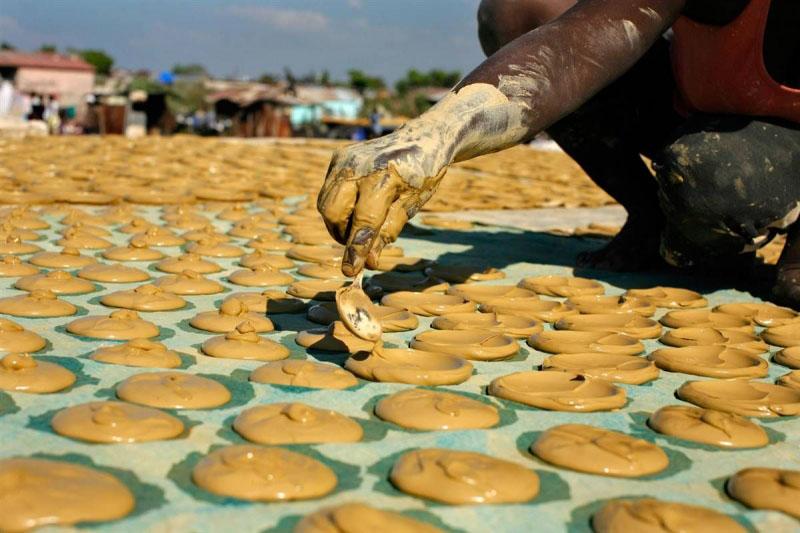 Hãy biết quý trọng thức ăn: Câu chuyện về những chiếc bánh bùn - ảnh 3