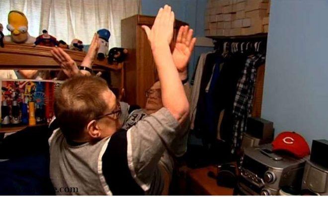 """Vui vẻ vỗ tay khi bạn muốn bất cứ lúc nào vì luôn có người """"kề vai sát cánh""""."""