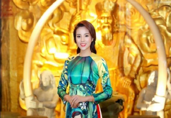 Mỹ nhân Việt diện áo dài cách tân ngày đầu xuân - H1