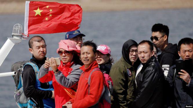 Việc di dân âm thầm xâm nhập vào lãnh thổ Việt Nam là bước nhỏ tạo bàn đạp để người Trung Quốc đồng hóa cũng như gây nhiễu trật tự xã hội tại đất nước hình chữ S