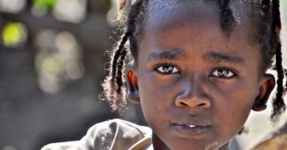 1 đứa trẻ lặng thinh, 1 đứa trẻ không ăn cơm và 1 đứa trẻ chỉ biết cầu nguyện