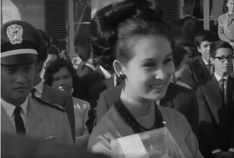 Đoạn clip tướng Kỳ cùng phu nhân thăm Úc năm 1967 được chia sẻ rầm rộ. 3