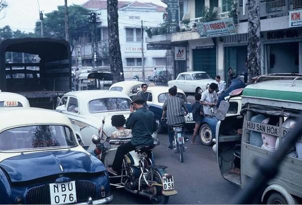 Ngắm Sài Gòn hoa lệ trước năm 1975 qua những thước ảnh màu quý giá - H16