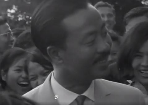 Đoạn clip tướng Kỳ cùng phu nhân thăm Úc năm 1967 được chia sẻ rầm rộ. 2