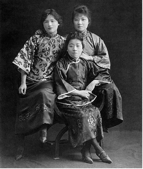 Hình ảnh 3 chị em Tống Khánh Linh