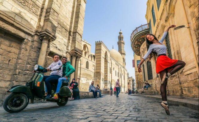 Khám phá vẻ đẹp tiềm ẩn của thành phố Cairo qua những điệu múa ba lê.3