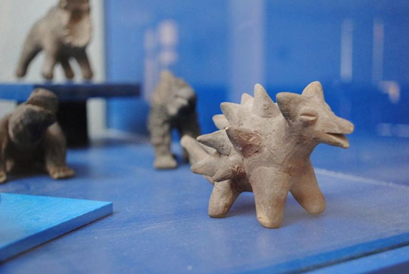 Bức tượng 3.500 năm tuổi gây tranh cãi: Con người đã cùng tồn tại với khủng long - ảnh 2