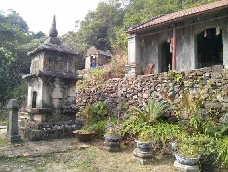 Am Ngọa Vân trước đây từng là nơi lưu giữ ngọc cốt và xá lợi của Giác hoàng Trần Nhân Tông