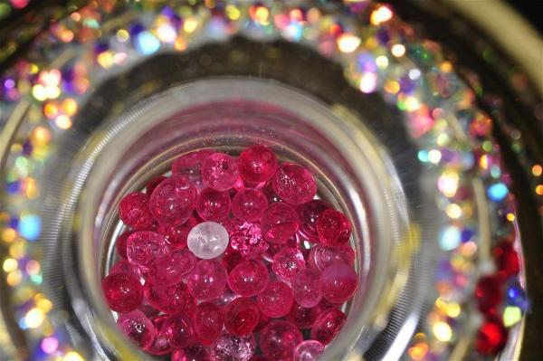 """Những viên xá lợi đủ màu sắc và cứng như kim cương là """"đan"""" luyện thành từ thân thể các hành giả tu luyện, không tiêu biến đi khi hỏa táng"""