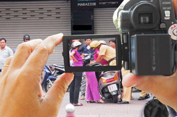 Dự thảo của Bộ công an đề xuất, thì chỉ cơ quan chuyên trách bảo vệ an ninh quốc gia, trật tự, an toàn xã hội mới được sử dụng thiết bị ngụy trang ghi âm, ghi hình