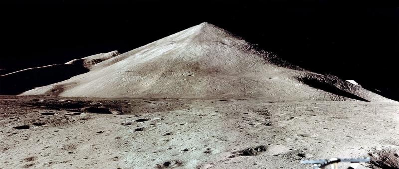 Video của phi hành gia tiết lộ hàng loạt công trình bí ẩn trên Mặt Trăng - 2