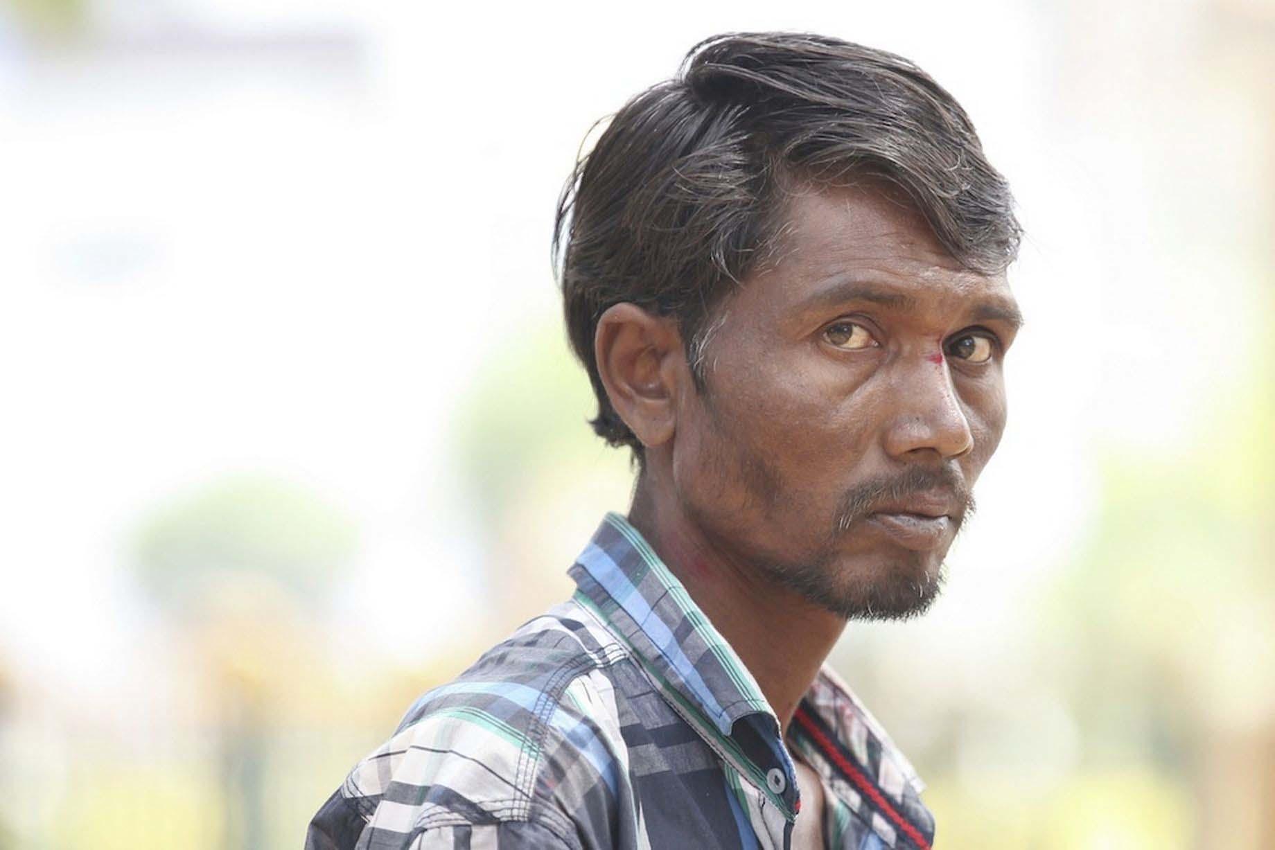 Người đàn ông Ấn Độ thích ăn gạch thay cơm - Pakkirappa Hunagundi