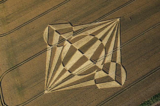 Những vòng tròn bí ẩn trên cánh đồng: Tuyệt tác của người ngoài hành tinh? - ảnh 14