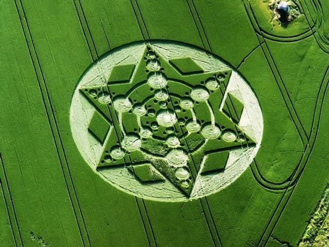 Những vòng tròn bí ẩn trên cánh đồng: Tuyệt tác của người ngoài hành tinh? - ảnh 7