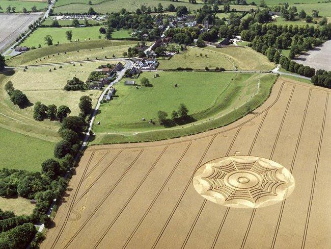 Những vòng tròn bí ẩn trên cánh đồng: Tuyệt tác của người ngoài hành tinh? - ảnh 8