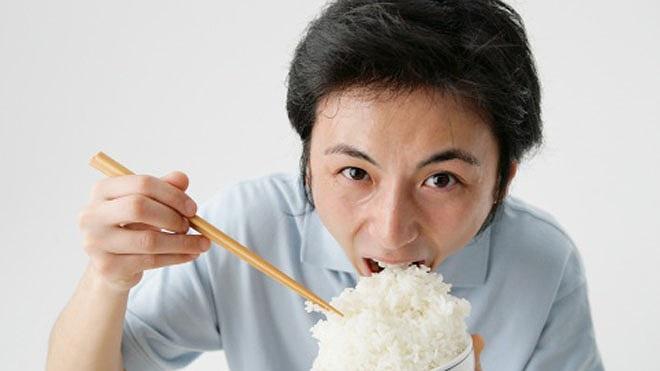 Tướng do tâm sinh: Nhìn cách ăn uống là biết một người có giáo dưỡng hay không - ảnh 2