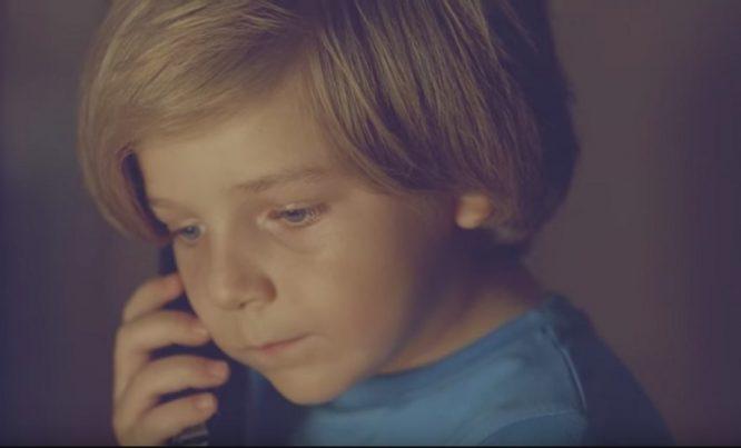 Cậu bé gọi 911 nhờ tìm mẹ trên… thiên đường, và câu trả lời đầy xúc động của chú cảnh sát.3