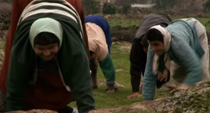 Thổ Nhĩ Kỳ: 5 anh em trong gia đình đi lại bằng 4 chi giống như gấu - ảnh 4