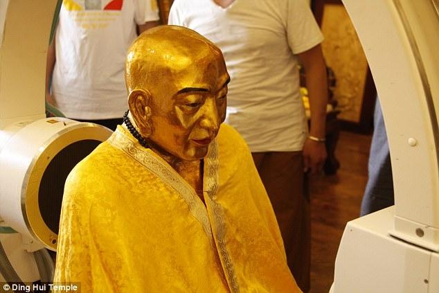 Xác ướp vàng của đại sư Phật giáo vẫn nguyên vẹn sau 1.000 năm - ảnh 1