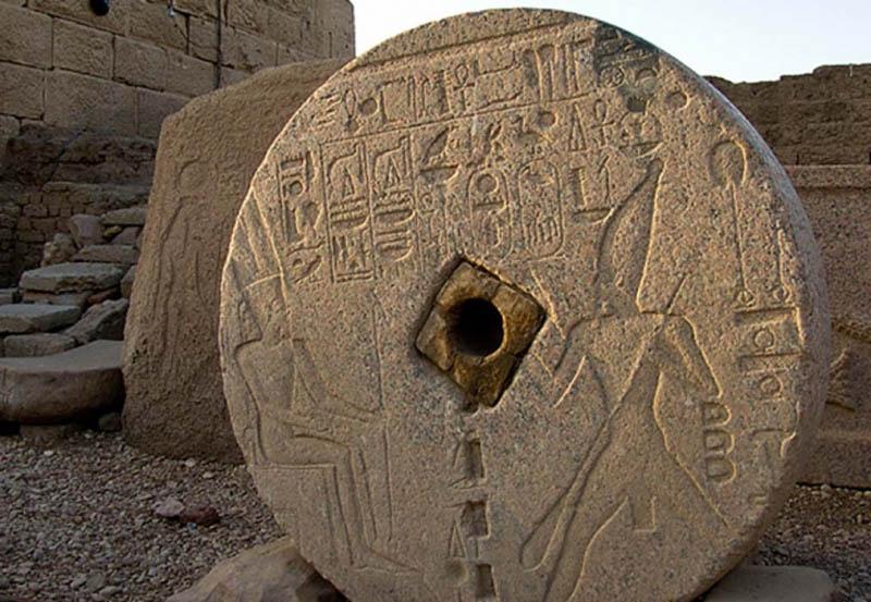 Những vết khoan cắt tinh xảo trên đá - Chứng tích của nền công nghệ tiên tiến thời cổ đại - ảnh 1