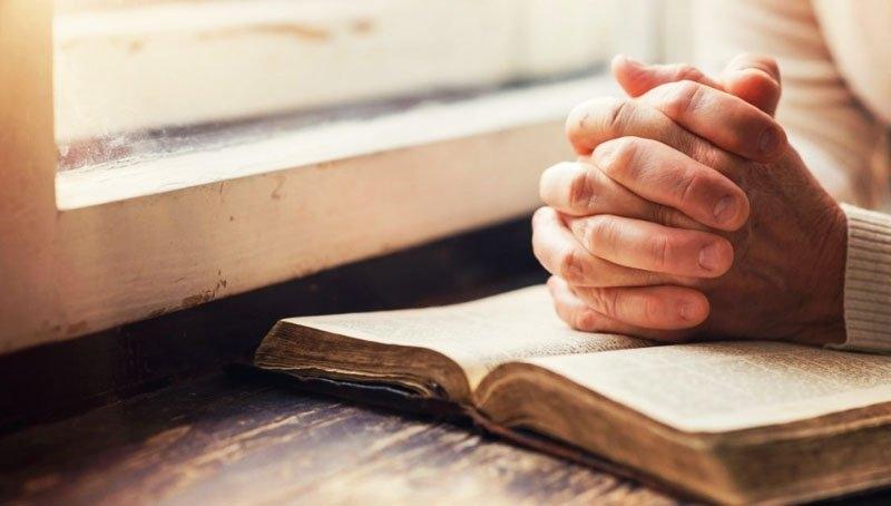 Trong nguy khốn, lời cầu nguyện của ai sẽ được đáp trả? - ảnh 1