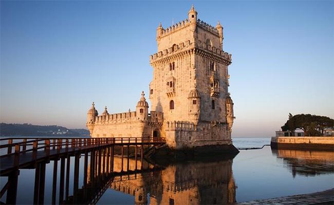 Đi về phía Tây của thành phố là tháp Belém, nơi nắm giữ một lịch sử hoàng kim.