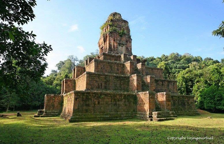 Bí ẩn văn hóa thần truyền: Sự giống nhau kỳ lạ của 2 ngôi đền cách xa nửa vòng Trái đất - Baksei Chamkrong