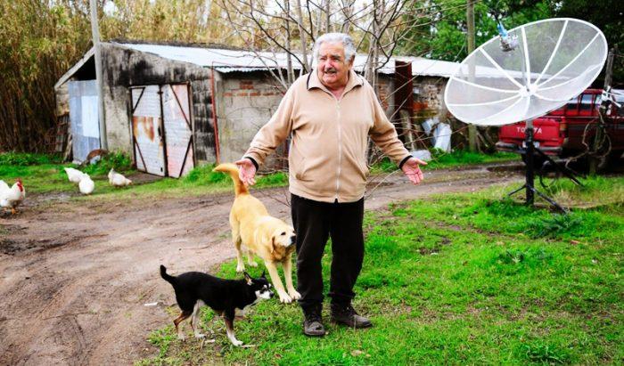 """Tổng thống Uruguay: """"Người nghèo"""" là người không biết thỏa mãn dục vọng.1"""