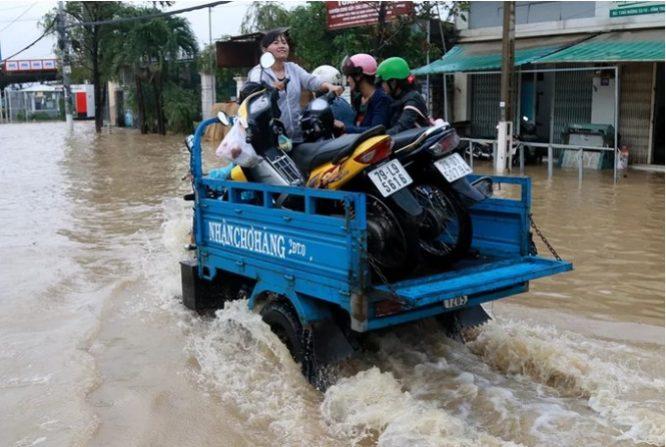 Mưa lớn TP. Nha Trang bị ngập nặng.3
