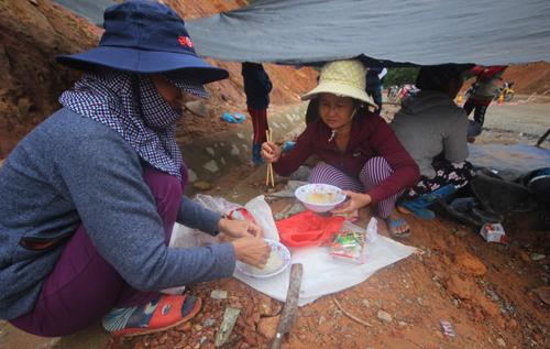 Quảng Nam: Dân dựng lều phản đối thi công dự án nước sạch nghìn tỷ - H3