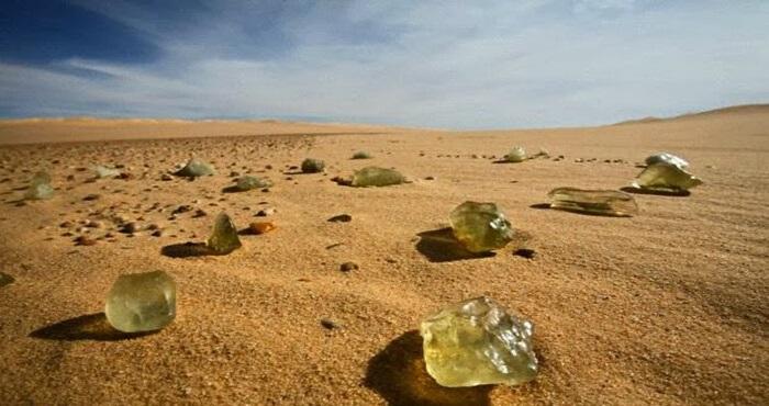 Bí ẩn những viên đá thủy tinh hàng chục triệu năm tuổi - Dấu tích bom nguyên tử thời tiền sử? - ảnh 1