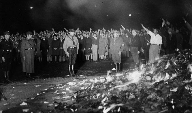 """Nhìn lại những cuộc """"cách mạng"""" hủy diệt văn hóa của Đức Quốc xã, Liên Xô và Trung Quốc - H2"""