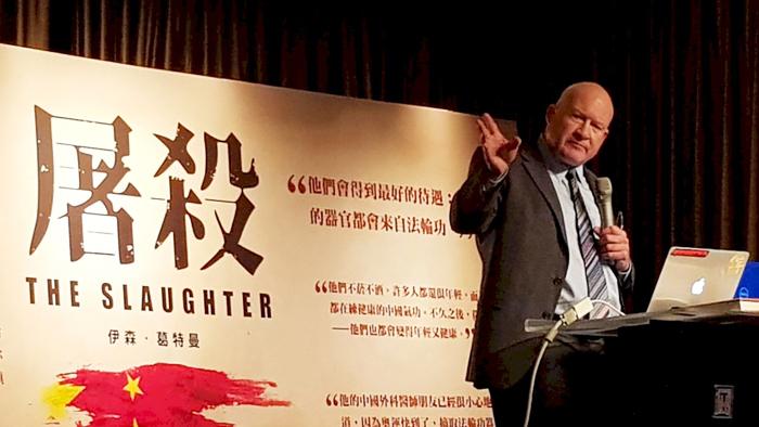 """Nhà báo điều tra độc lập Ethan Gutmann và cuốn """"The slaughter"""" (Đại thảm sát) nói về vấn đề mổ cướp nội tạng người tu Pháp Luân Công tại Trung Quốc."""