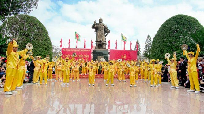 Đoàn Nghệ thuật Hồng Ân hâm nóng lễ hội Đống Đa – Tây Sơn Bình Định - H17