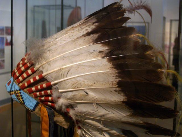 Thổ dân Da Đỏ với Chiếc mũ lông - biểu tượng của sự tôn kính_H3