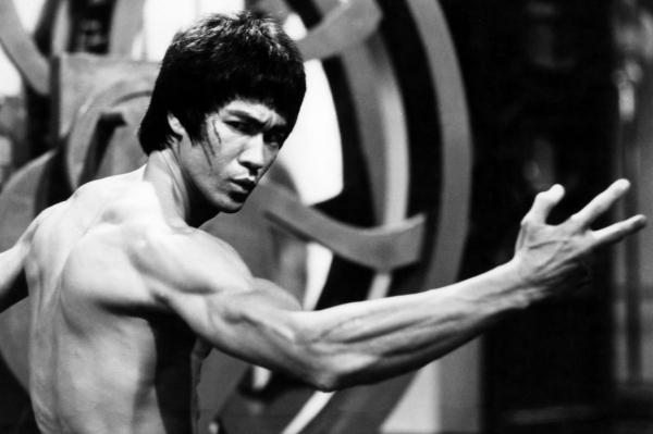 22 nhân vật nổi tiếng bị trừ khử khi cố gắng rời bỏ Hội Illuminati - Lý Tiểu Long (Bruce Lee)