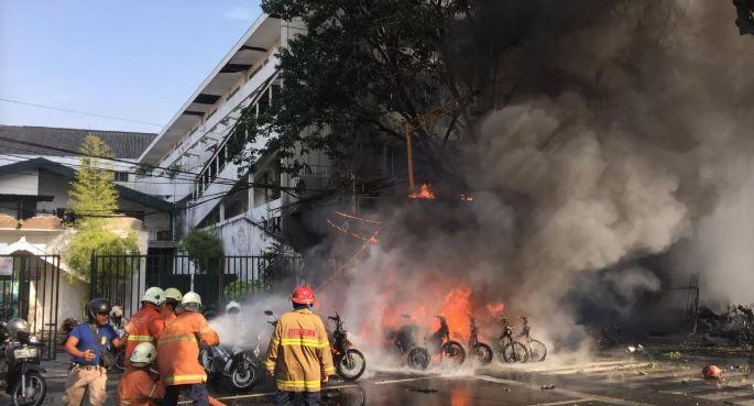 Cả gia đình 6 người đánh bom tự sát liên hoàn ở Indonesia