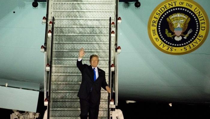 Tổng thống Trump tại hội đàm Trump - Kim và những lời nguyền rủa từ nước Mỹ.2