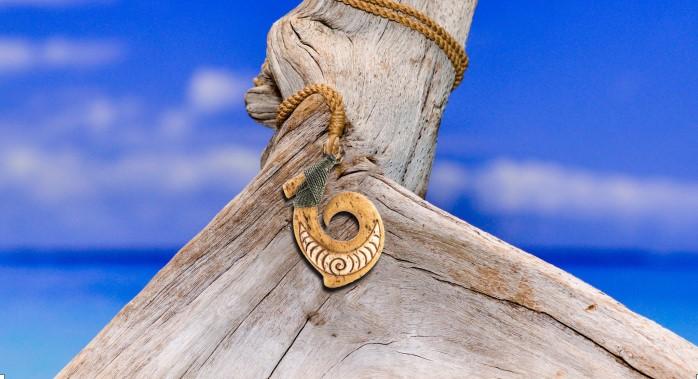Trong nền văn hóa sông nước của những người Maori, móc câu cá là một vật dụng thiết yếu trong cuộc sống.