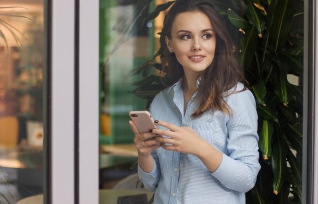 Trong mắt người khác, bạn là người hướng nội, không giỏi giao tiếp, thế nhưng bạn rất dễ gần,hay cười