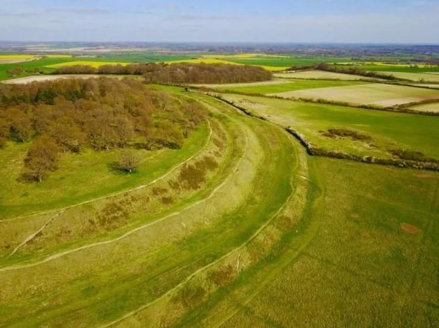 Pháo đài Badbury Rings: Chứng nhân cho trận chiến của vua Arthur chống lại người Saxon - H2