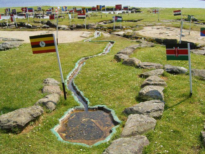 """""""Bản đồ thế giới tại Hồ Klejtrup"""": Tâm huyết 25 năm của lão nông Đan Mạch. 5"""