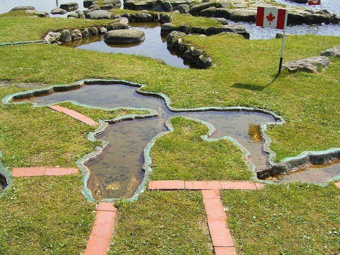 """""""Bản đồ thế giới tại Hồ Klejtrup"""": Tâm huyết 25 năm của lão nông Đan Mạch. 8"""
