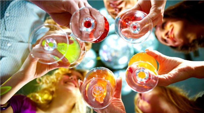 """Nghiên cứu cho thấy ngay cả uống rượu """"vừa phải"""" cũng nguy hiểm.1"""