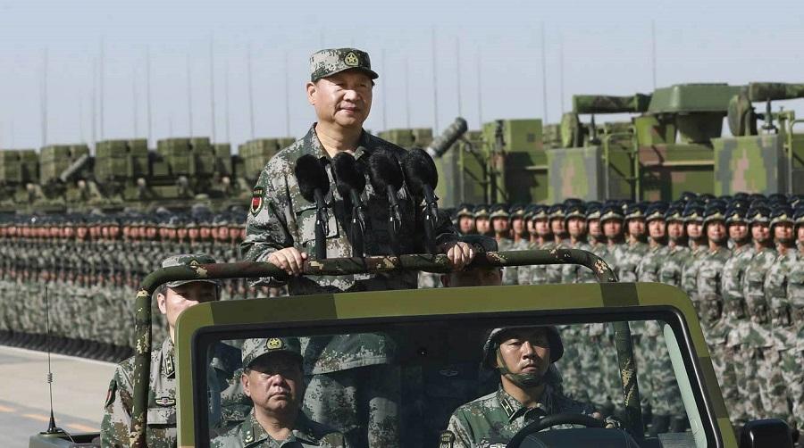 Chủ tịch Trung Quốc Tập Cận Bình duyệt đội hình trong lễ duyệt binh năm 2017