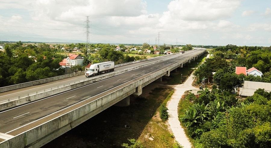 Sau hơn một tháng thông xe, dự án đường cao tốcĐà Nẵng-Quảng Ngãiđã liên tục xuất hiện hư hỏn