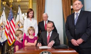 TT Trump giúp chủ lao động nhỏ thực hiện phúc lợi tốt hơn