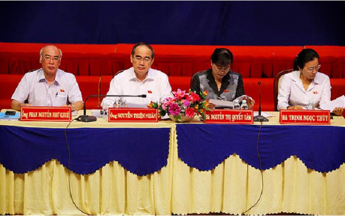 tại buổi tiếp xúc cử tri của Đoàn Đại biểu Quốc hội TP.HCM diễn ra vào ngày 20/10, bà Dương đã ném giày của mình về phía bàn của các đại biểu